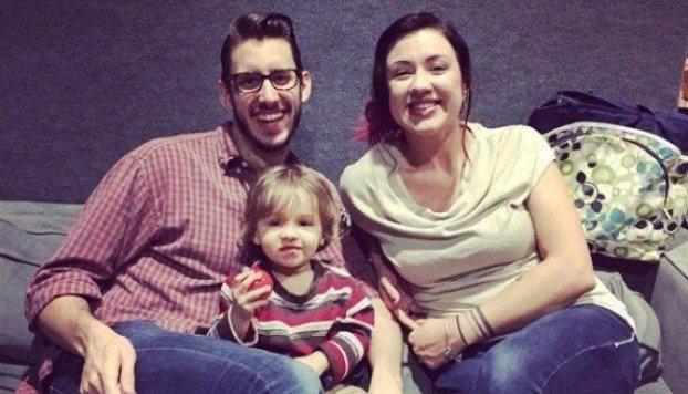 Die dreiköpfige Familie, die vor demselben Problem steht wie viele junge Eltern. (Bild: Steven N.)