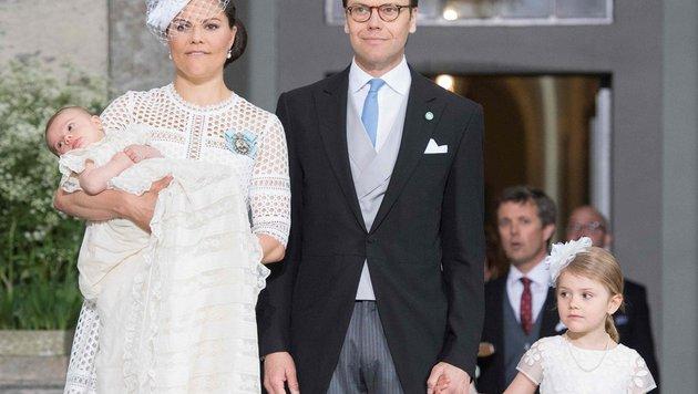 Prinz Oscar mit seinen Eltern, Kronprinzessin Victoria und Prinz Daniel sowie Schwester Estelle (Bild: AFP or licensors)