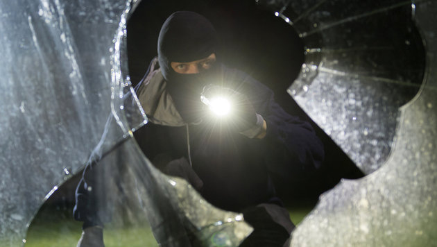 Einbrecher hinterlassen pures Chaos (Bild: APA/dpa/Daniel Maurer (Symbolbild))