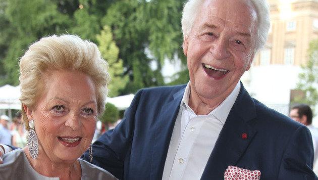 Harald Serafin mit seiner Ehefrau Ingeborg (Bild: APA/FRANZ NEUMAYR)
