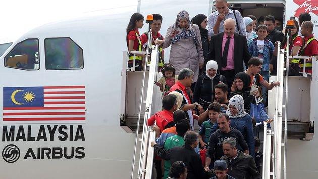Die ersten 70 Flüchtlinge aus Syrien sind in Malaysia angekommen. (Bild: AFP)