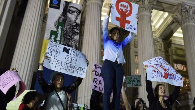 Brasilien: Mädchen von 30 Männern vergewaltigt (Bild: AFP)