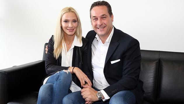 Philippa Beck, Moderatorin bei FPÖ-TV, ist seit Jänner die Frau an der Seite der Parteichefs. (Bild: Zwefo)