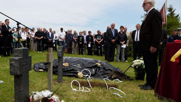 99 Jahre nach Tod: Deutscher Soldat beigesetzt (Bild: AFP)