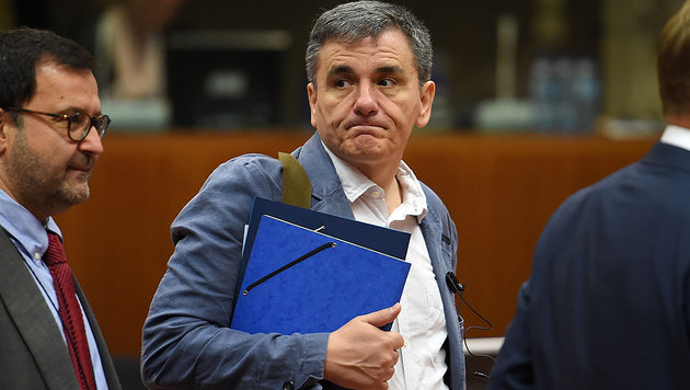 Finanzminister Euklid Tsakalotos führt eine Gratwanderung durch: Was ist dem Volk zuzumuten? (Bild: APA/AFP/EMMANUEL DUNAND)