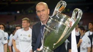 Als Siebter gewinnt Zidane CL als Coach & Spieler! (Bild: APA/AFP/FILIPPO MONTEFORTE)