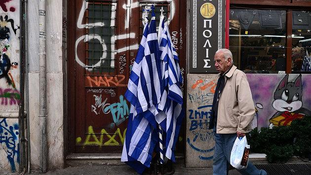 Viele griechische Pensionisten trafen die sozialen Einschnitte massiv. (Bild: APA/AFP/LOUISA GOULIAMAKI)