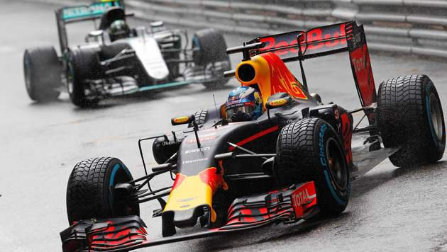 Hamilton siegt vor Ricciardo, weil Red Bull patzt! (Bild: AFP)