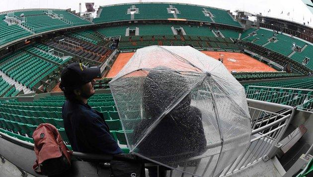 Dauerregen in Paris: Thiem-Match abgesagt! (Bild: APA/AFP/MIGUEL MEDINA)