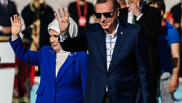 Der türkische Präsident Recep Tayyip Erdogan mit seiner Ehefrau Emine. (Bild: AFP)
