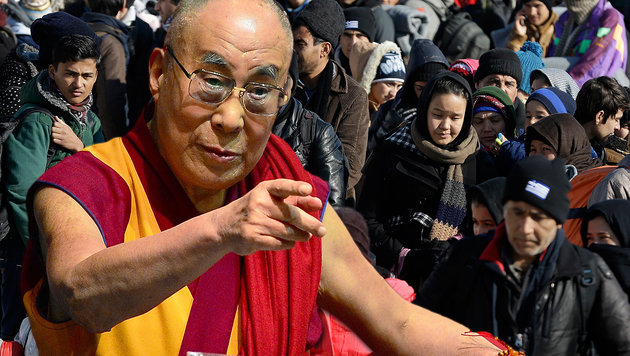 Der Dalai Lama hält eine Begrenzung der Flüchtlingsströme nach Europa für notwendig. (Bild: AP)