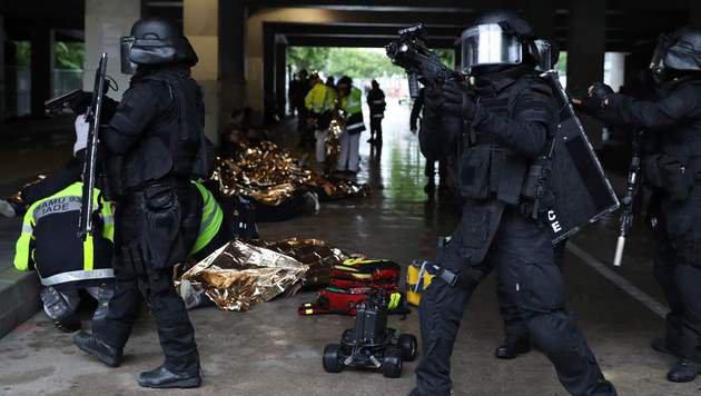 EM 2016: Simuliertes Attentat im Stade de France (Bild: APA/AFP/KENZO TRIBOUILLARD)