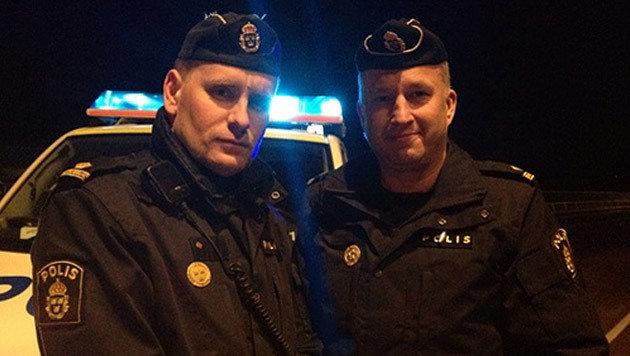 Die Polizisten Viktor Adolphson und Johan Säfström (Bild: twitter.com)