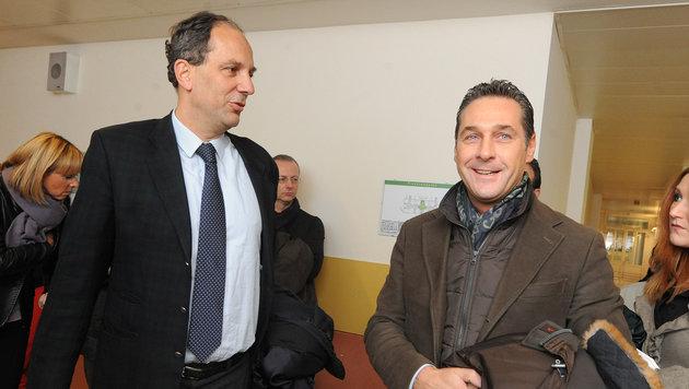 """FPÖ-Abgeordneter Johannes Hübner (links): """"Wahrscheinlichkeit für Anfechtung gestiegen."""" (Bild: APA/HERBERT PFARRHOFER)"""