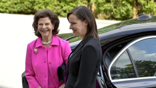 Königin Silvia von Schweden und Familienministerin Sophie Karmasin (Bild: APA/HERBERT NEUBAUER)