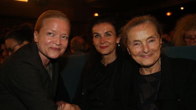 Die Miminnen Michou Friesz, Doina Weber und Ernie Mangold (v.l.n.r.) bei der Premiere (Bild: Kristian Bissuti)