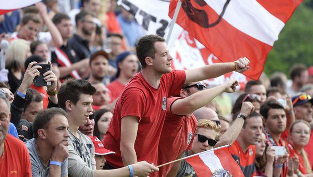 ÖFB-Fans müssen für EM tief in die Tasche greifen (Bild: APA/ROBERT JAEGER)
