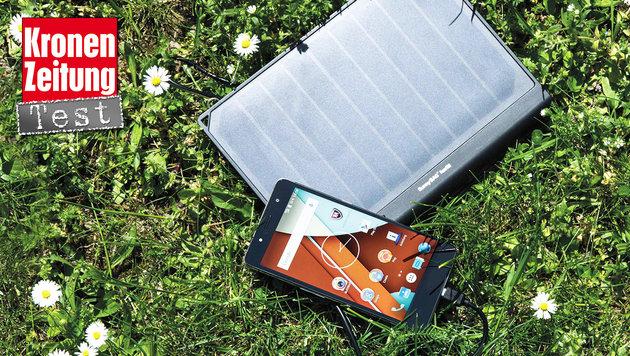 """""""Solarkraftwerk"""" Sunnybag Powertab im Praxistest (Bild: Sunnybag)"""