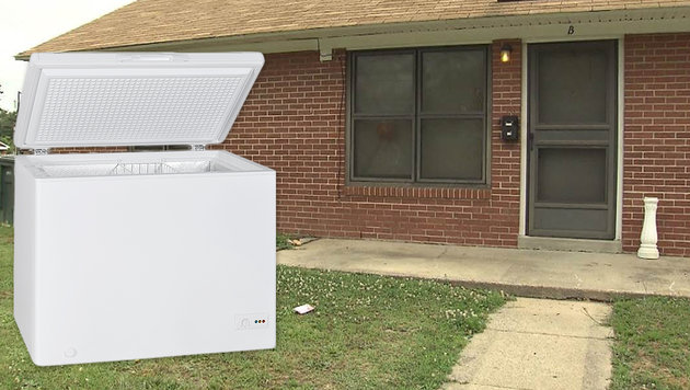 Die Tiefkühltruhe (Symbolbild) stand drei Wochen im Haus der Käuferin (gr. Bild) in North Carolina. (Bild: thinkstockphotos.de, Screenshot NBC)