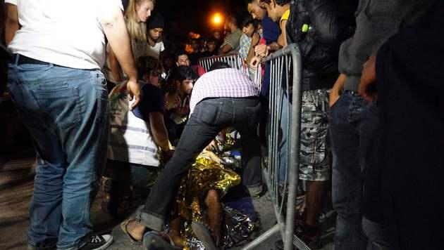 Hunderte vor Randalen in Flüchtlingslager geflohen (Bild: AFP)
