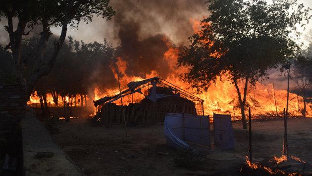 Zahlreiche provisorische Behausungen wurden ein Raub der Flammen. (Bild: APA/AFP/STR)