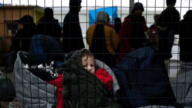 Flüchtlinge im Lager auf der Insel Samos (Bild: APA/AFP/Angelos Tzortzinis)