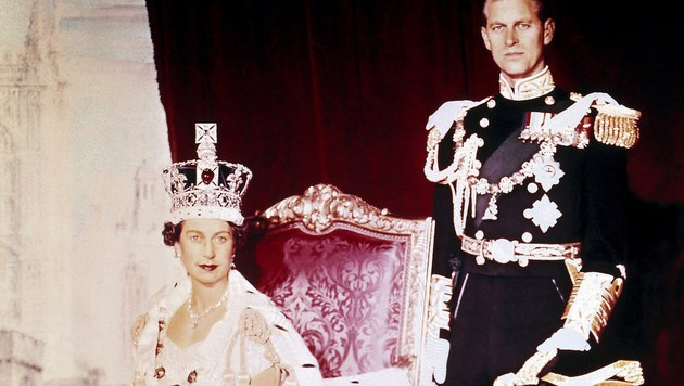 Queen Elizabeth mit ihrem Ehemann Prinz Philip nach ihrer Krönung im Jahr 1953 (Bild: AFP)