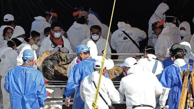 117 Leichen aus Massengrab in Mexiko exhumiert (Bild: APA/AFP/STR)