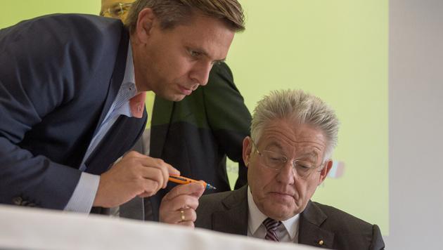 Oberösterreichs ÖVP-Landesgeschäftsführer Wolfgang Hattmannsdorfer mit Landeschef Josef Pühringer (Bild: APA/fotokerschi.at)