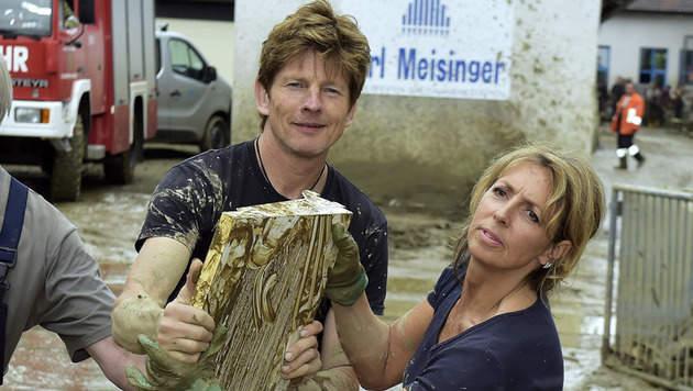 Hunderte Österreicher helfen deutschen Nachbarn (Bild: Manfred Fesl)