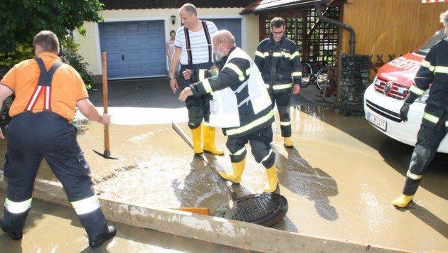 Starke Regengüsse hielten Einsatzkräfte auf Trab (Bild: FF Judendorf-Straßengel)