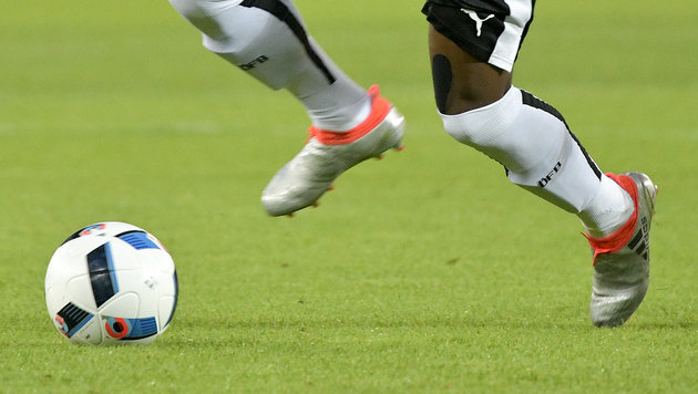Verrückter Weltrekord: Kicker spielen 111 Stunden! (Bild: APA/HERBERT NEUBAUER)
