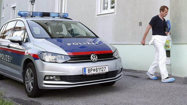 Spurensicherung am Tatort in Kalsdorf bei Graz (Bild: APA/ERWIN SCHERIAU)