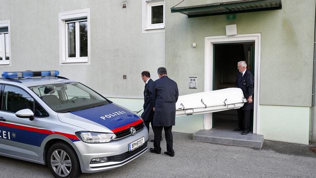 Mann stürmt Wohnung und tötet Frau im Schlafzimmer (Bild: APA/Erwin Scheriau)
