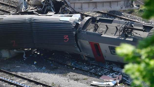 Belgien: Zugungl�ck wom�glich von Blitz verursacht (Bild: APA/AFP/Belga/Eric Lalmand)