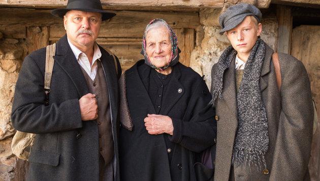 Spielszene:  Drei Generationen Familie Ressmann. (Bild: ORF)