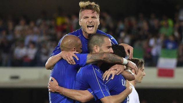 Italien gewinnt letzten Test, Island in Torlaune (Bild: AFP)