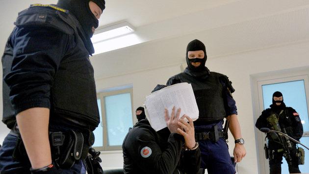 Dschihadisten-Prozess in Salzburg: Zwei Jahre Haft (Bild: APA/BARBARA GINDL)