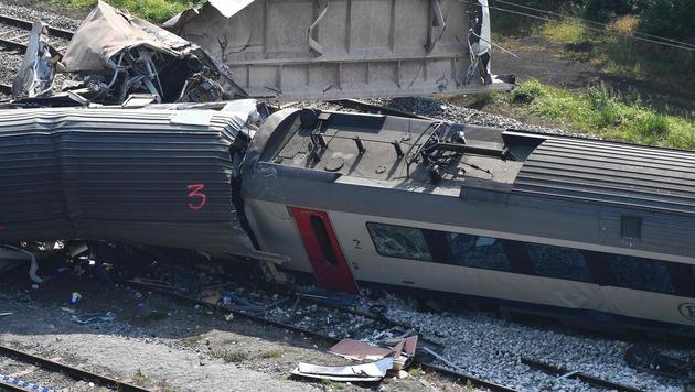 Belgien: Zugunglück womöglich von Blitz verursacht (Bild: APA/AFP/Belga/ERIC LALMAND)