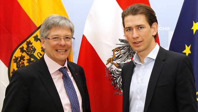 Kärntens Landeshauptmann Peter Kaiser und  Außenminister Sebastian Kurz (Bild: APA/BMEIA/MAHMOUD-ASHRAF)
