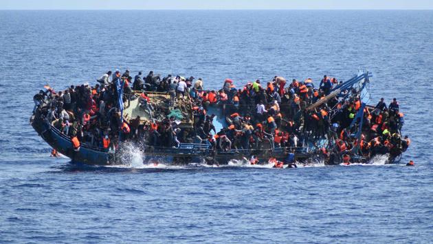 10.000 Migranten seit 2014 im Mittelmeer ertrunken (Bild: AP)