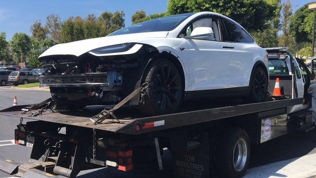 Tesla Model X raste von ganz alleine gegen Wand (Bild: Puzant Ozbag)