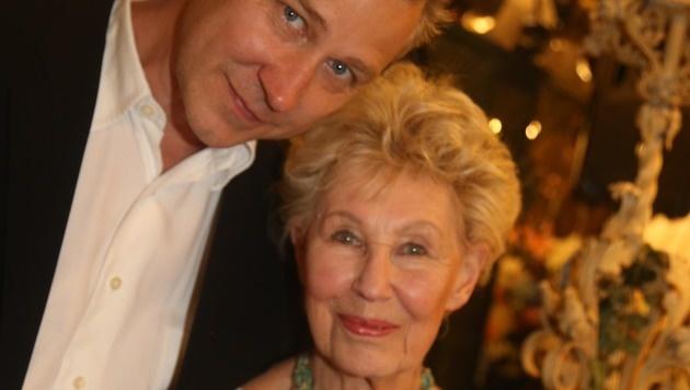 Lotte Ledl mit Sohn Alexander Riff (Bild: KRISTIAN BISSUTI)