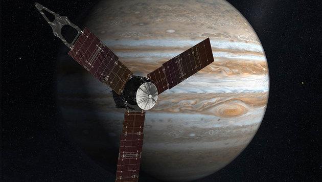 """Künstlerische Illustration: Die NASA-Sonde """"Juno"""" vor dem Jupiter (Bild: NASA)"""