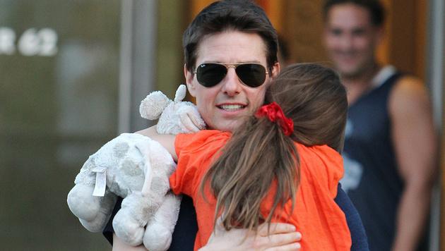 Tom Cruise mit Tochter Suri (Bild: AP)