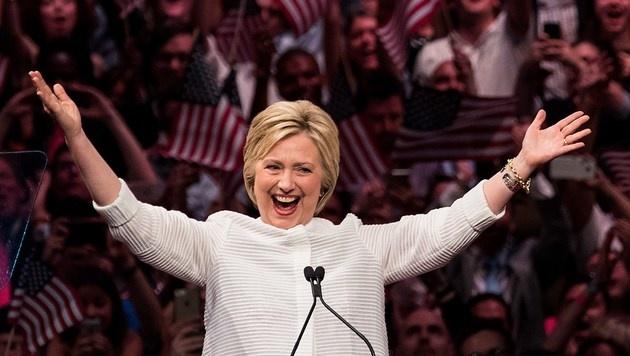Clinton erklärt sich zur Siegerin der US-Vorwahlen (Bild: APA/AFP/GETTY IMAGES/Drew Angerer)