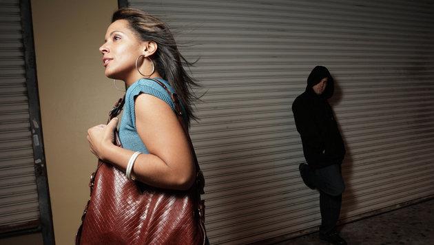 D: Bürgermeister warnt Frauen vor Nachtspaziergang (Bild: thinkstockphotos.de)