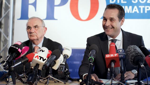 Rechtsanwalt Dieter Böhmdorfer und FPÖ-Bundesparteiobmann Heinz-Christian Strache (Bild: APA/GEORG HOCHMUTH)