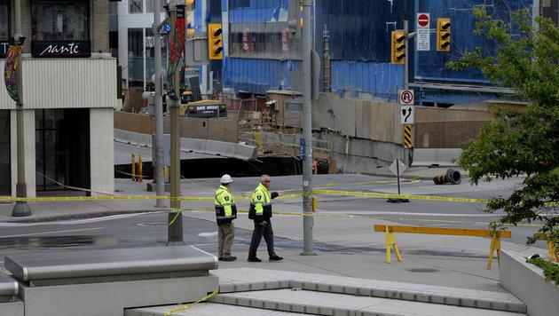 """Krater """"verschluckt"""" ganze Straße in Ottawa (Bild: AP)"""