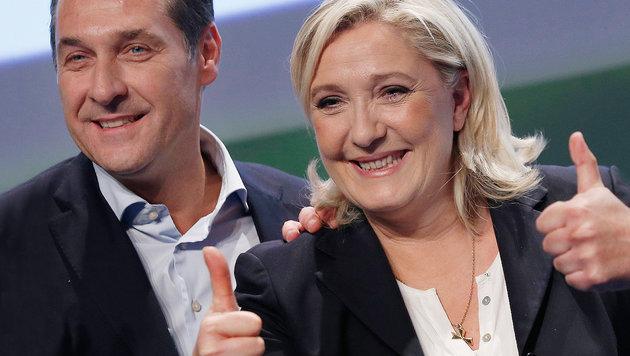 Heinz-Christian Strache und Marine Le Pen (Bild: AP/Antonio Calanni)